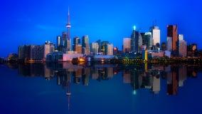 街市多伦多地平线反射 库存照片