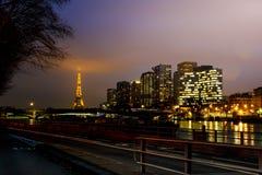 街市巴黎风景看法在晚上 图库摄影