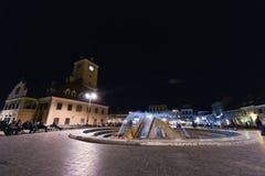 街市布拉索夫在晚上 库存图片