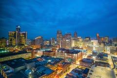 街市底特律鸟瞰图微明的 免版税库存照片