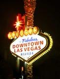 街市拉斯维加斯标志在晚上 免版税库存照片