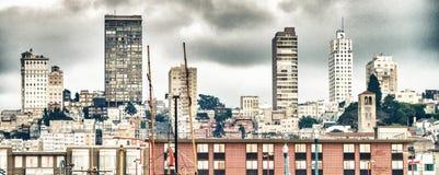 街市旧金山大厦从渔人码头的 圣 库存照片