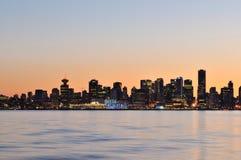 街市晚上场面温哥华 免版税库存照片