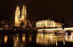 街市晚上瑞士苏黎世 免版税库存图片