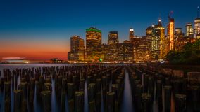 街市曼哈顿在蓝色小时 库存图片