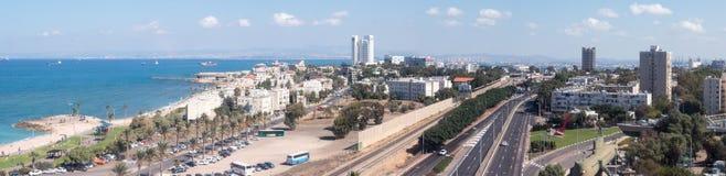 街市海法全景和海法港口和海湾 库存图片
