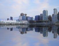 街市温哥华晚上的视图。 免版税库存图片