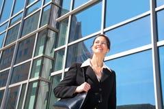 街市的女实业家 免版税库存照片