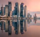 街市的西湾和的多哈,卡塔尔地平线  图库摄影