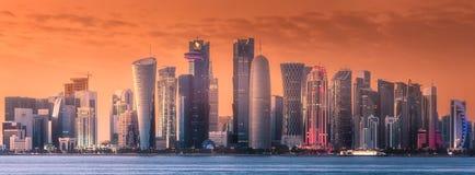 街市的西湾和的多哈,卡塔尔地平线  免版税库存照片