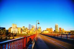 街市米尼亚波尼斯,明尼苏达早晨 免版税图库摄影