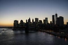 街市纽约在晚上 库存照片