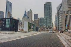 街市芝加哥在冬天期间在一惨淡的天 库存图片