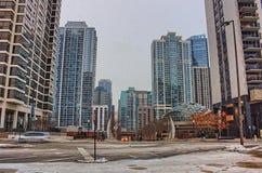 街市芝加哥在冬天期间在一惨淡的天 库存照片