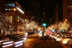 街市芝加哥在晚上 免版税库存图片