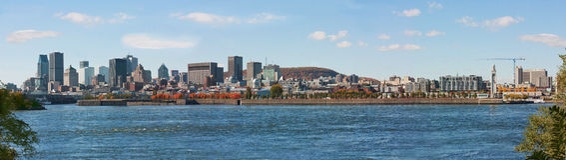 街市蒙特利尔全景从海岛圣海伦的 免版税库存图片