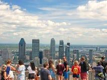 街市蒙特利尔的壮观的看法从皇家山眺望楼的 蒙特利尔,加拿大 图库摄影