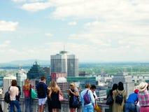 街市蒙特利尔的壮观的看法从皇家山眺望楼的 蒙特利尔,加拿大 免版税库存图片