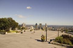 街市蒙特利尔的看法从皇家山眺望楼的 免版税库存照片