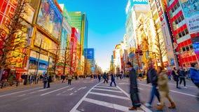 街市街道的timelapse在电镇的秋叶原东京白天宽被射击的摇摄的 股票录像