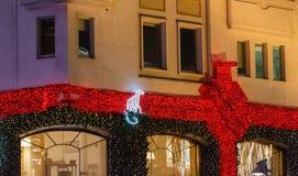 街市装饰和照亮在假日 免版税库存图片