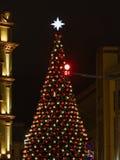 街市装饰和照亮在假日 免版税库存照片