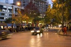 街市西雅图在晚上 库存图片