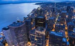 街市西雅图地平线在晚上 免版税图库摄影