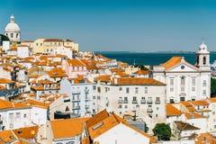 街市里斯本地平线全景在葡萄牙 免版税库存照片