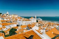 街市里斯本地平线全景在葡萄牙 库存照片