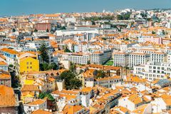街市里斯本地平线全景  免版税库存图片