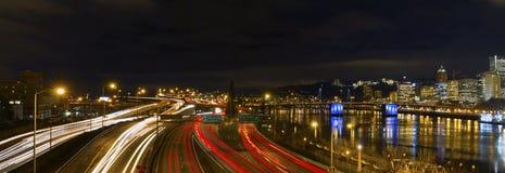 街市高速公路光俄勒冈波特兰线索 库存图片