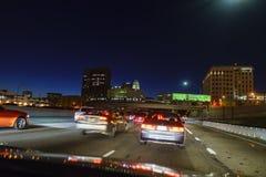 街市洛杉矶夜的交通  免版税库存照片