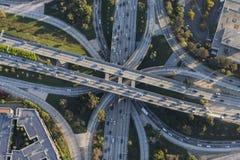 街市洛杉矶空中好莱坞和港口高速公路Interc 免版税库存照片