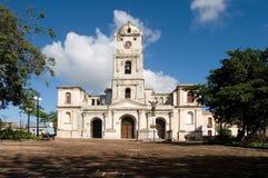 街市Hoguin的古巴大教堂 库存照片
