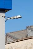 街灯在一个工业区 免版税库存照片