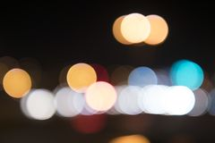 街灯在晚上弄脏了圈子,街灯 库存照片