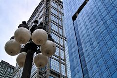 街灯在瓦克驱动的街市卢普区 库存照片