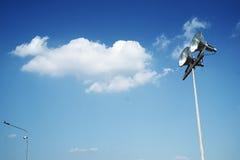 街灯有美好的蓝天背景 库存图片