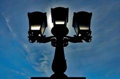 街灯的剪影 库存照片