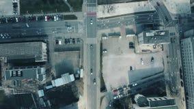 街道交通和路交叉点,顶视图空中射击  免版税库存照片