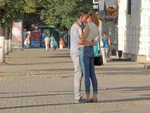 街道亲吻 库存图片