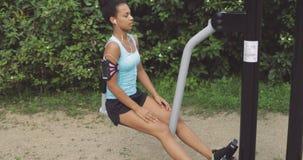 街道健身房的女运动员 影视素材