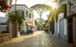 街道全景在卡普里岛海岛,意大利上的 库存图片