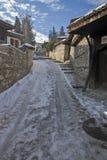 街道冬天视图在Koprivshtitsa历史镇,索非亚地区,保加利亚 库存照片