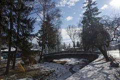街道冬天视图在Koprivshtitsa历史镇,索非亚地区,保加利亚 免版税库存图片