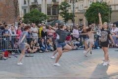 街道剧院节日在克拉科夫 库存照片
