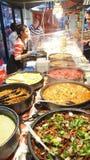 街道卖马来西亚咖喱的食物市场 免版税库存图片