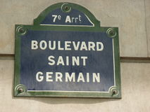 街道名字签到巴黎 免版税库存照片