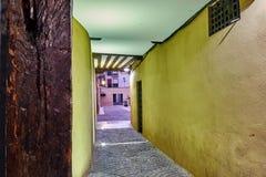 街道和中世纪市场& x28; closed& x29;在埃纳雷斯堡、黎明在星期西万提斯期间& x28; 10/06/2016& x29; 免版税图库摄影